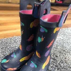 Cat & Jack Navy blue snail 🐌 rain boots, size 5/6